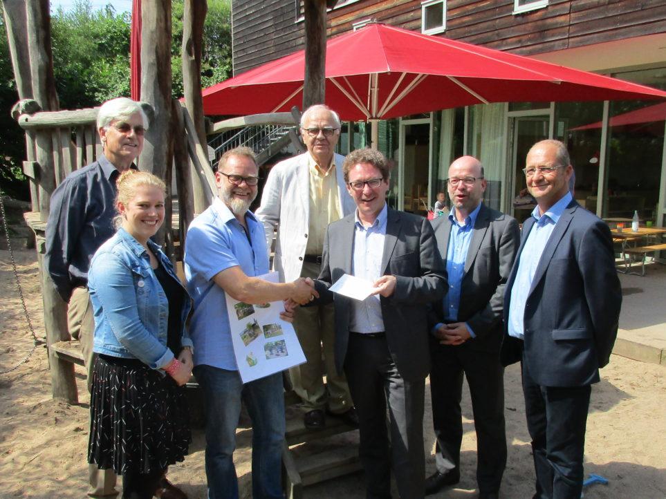 Übergane Spende des Rotary Club Köln