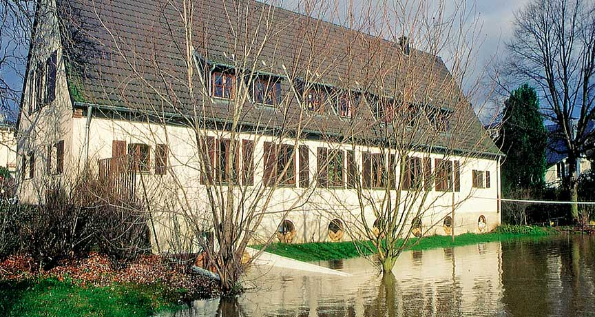 Haus am Gewässer