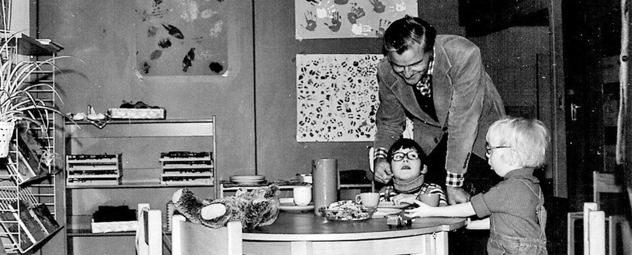 Der Gründer Dr. Zimmermann in den 60er Jahren mit zwei behinderten Kindern