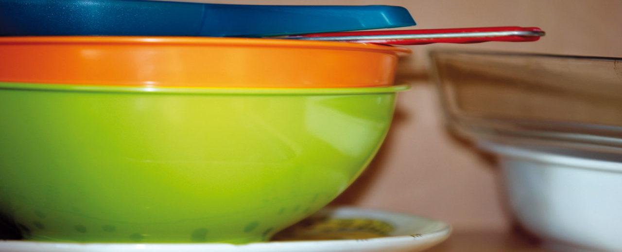 Farbige Plastikschüsseln